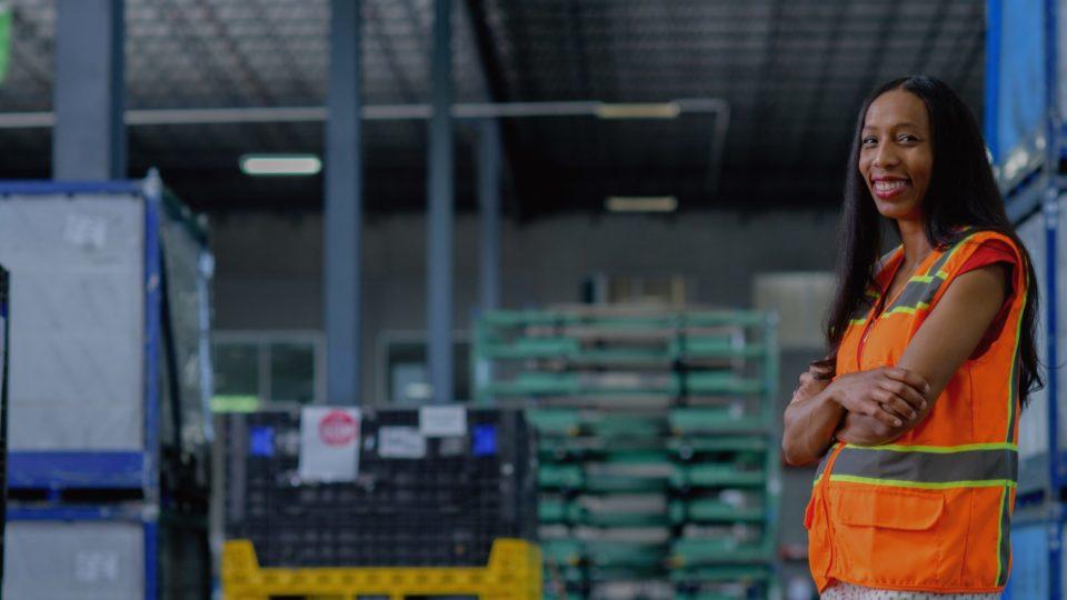 shutterstock-641222263-warehouse-people@2x